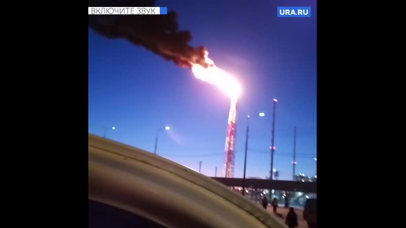 Горит факел на заводе СИБУРа