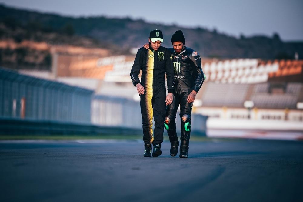 Валентино Росси и Льюис Хэмилтон поменялись местами... на один день