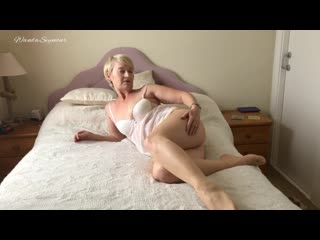 Mature in stockings pantyhose and white
