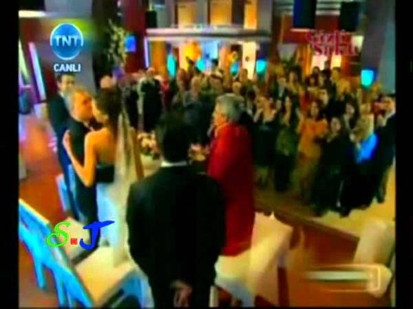 Kivanc Azra Together in TNT TV 2011 7 30 كيفانج وازرا معا