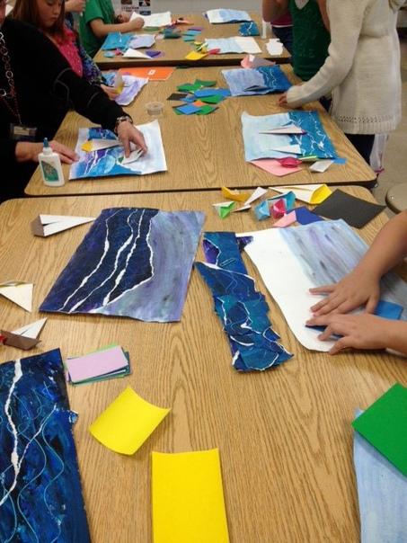МОРСКАЯ 3D-АППЛИКАЦИЯ Вспоминаем лето :) Очень интересная идея, которая совмещает и рисование, и рваную аппликацию, и оригами. Очень необычно! Сначала раскрасьте лист бумаги гуашевыми красками
