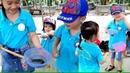 Gia Linh cùng các bạn trường mầm non MIPEC trải nghiệm bắt cá trong vườn sinh thái
