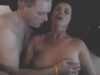 Ласкает свою жену и слизывает сперму любовника с нее.