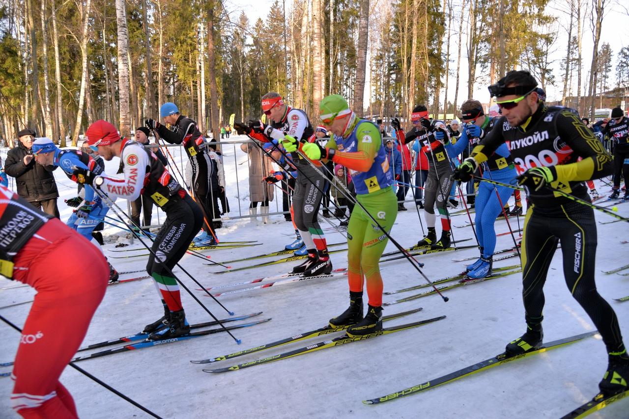 Антон Суздалев (№300) выиграл более короткую 20-километровую дистанцию. Но большую её часть он прошел в группе лидеров, снимая на камеру весь ход борьбы.