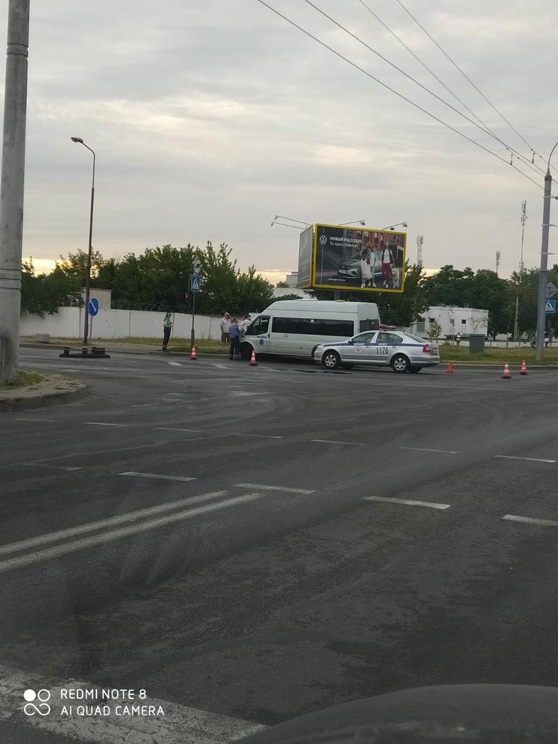 Автомобилям такси сегодня не везло, они попадали в неприятные ДТП