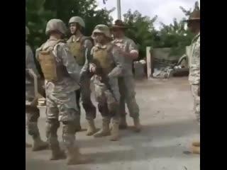 Chupando o militar