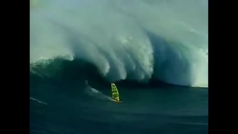 Windsurfing Jaws (Maui, Peahi)