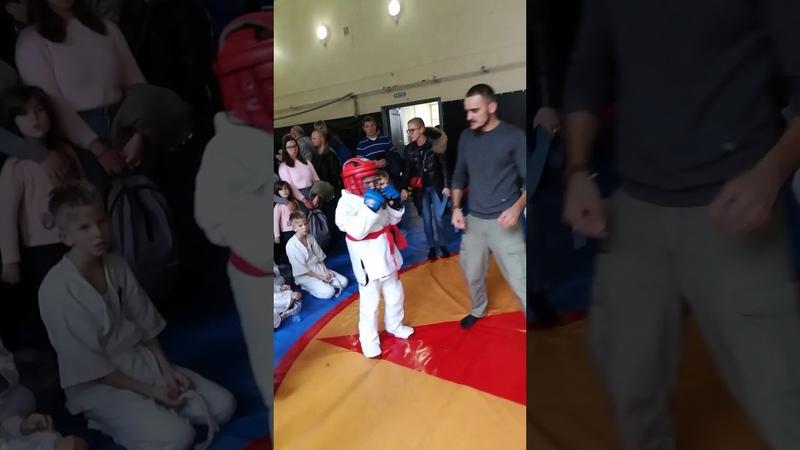 Нескоромный Роман Синий шлем ФСК Сила Тавров Алушта бой за 3 е призер первенства Ялты по АРБ