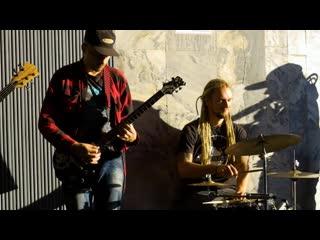 Жить припеваючи: музыканты из метро - о деньгах, конкуренции и репертуаре