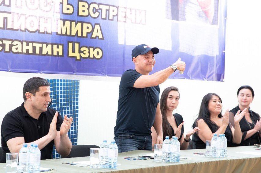 В КЧР побывал легендарный чемпион мира по боксу