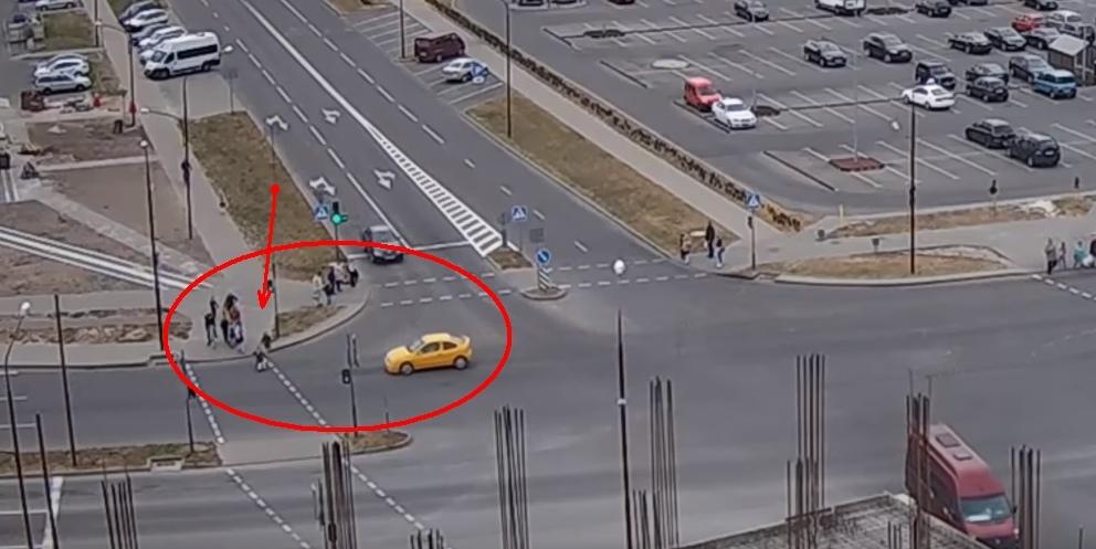 Женщина-водитель, которая едва не совершила наезд на девочку в Бресте, лишена прав на 2 года