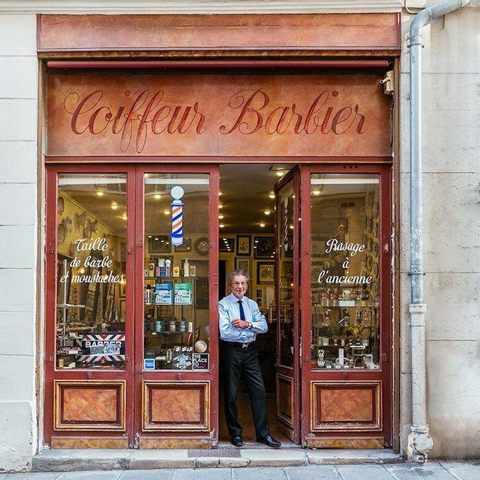 Фасады магазинов Парижа и их владельцы.