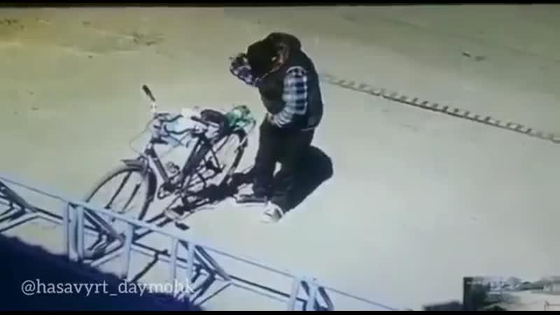 Велосипедист Разбил бутылку водяры