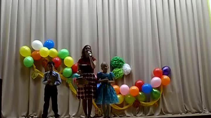 Фрагмент концерта в сельском клубе . БОРКИ 2019 год .