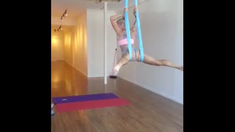 Isabelle Deltore Tattooed Model Aerial Training Fail