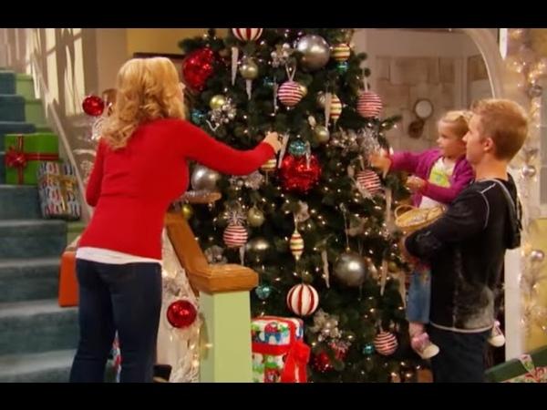 Сериал Disney Держись Чарли Сезон 4 эпизод 19 Держись Джесси Рождество в Нью Йорке