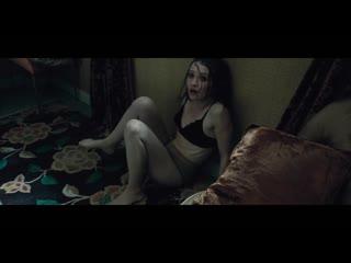 Эмили Браунинг в телесных колготках / Emily Browning in sheer pantyhose