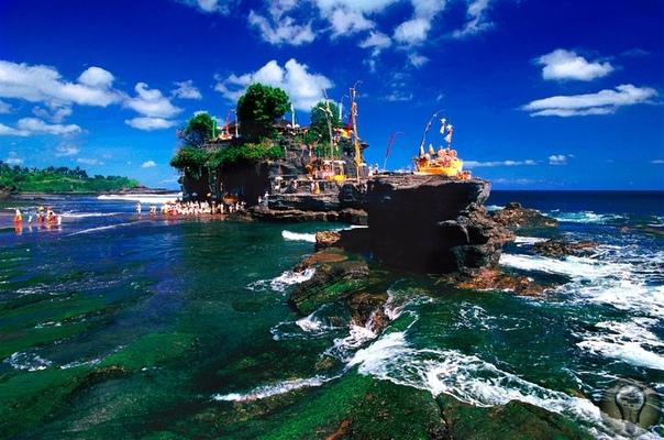 Танах-Лот  это горы и храм в Бали.