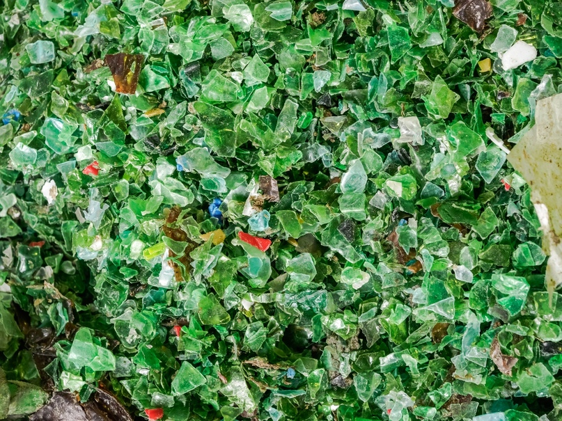 Вторсырьё: измельчённый пластик (ПЭТ). Фото: АПГ «Восточная Европа» / www.apg.su