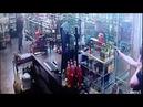 Мама и дочь расстреляли грабителя в магазине Драка США