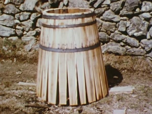 Herstellung eines Weinfasses in Villanders Stumm Making a Wine Cask at Villanders No audio