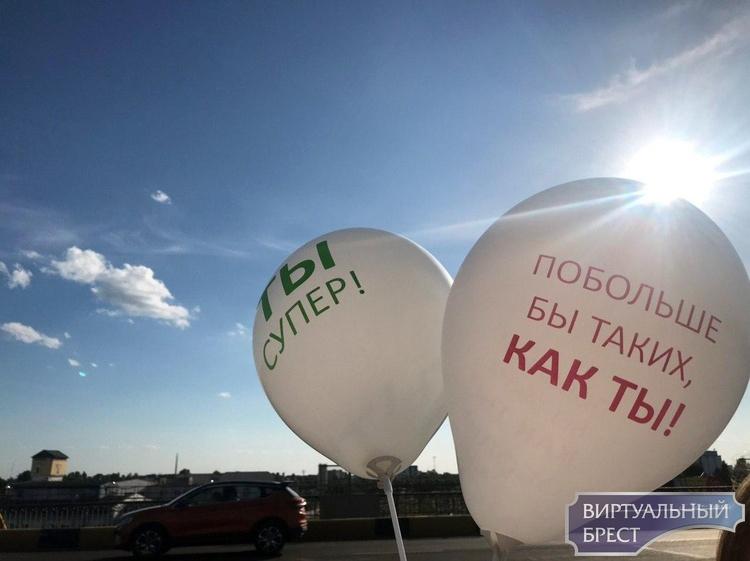 Железнодорожники в Бресте устроили свою акцию поддержки - гудели тепловозы