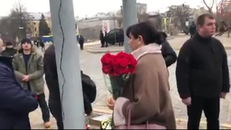 Охрана президента Зеленского не пропускали родственников погибших героев небесной сотни возложить цветы