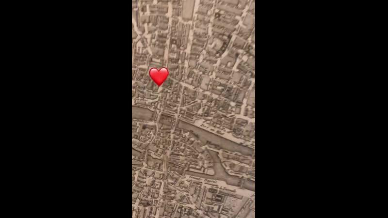 У меня есть карта настоящая туристическая карта Парижа 1780 года которую я купил в Париже во время нашего второго тура