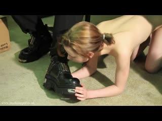 Тестирование рабыни после курса дрессировки.