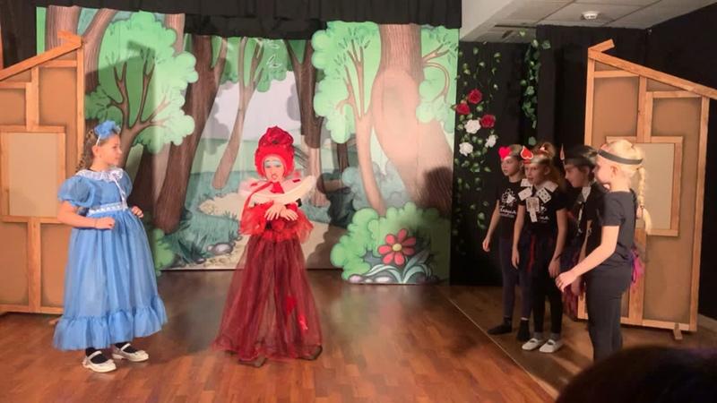 Красная королева в стране чудес