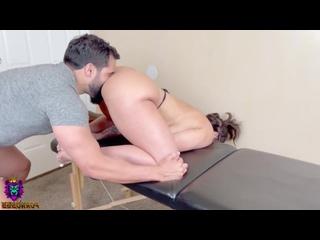 Бородатый массажист возбудил толстую клиентку на секс и трахнул в анал (порно, секс, инцест, минет, сиськи, анал, brazzers, 18+)