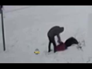 Мужчина избил двух детей из-за снеговика в Новосибирске