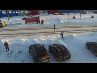 В Башкортостане водитель не успел затормозить из-за гололёда и снёс ребёнка, бросившегося через дорогу по пешеходному переходу