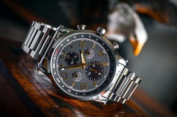 🔥У 21-летнего курянина украли часы за миллион рублей 😅
