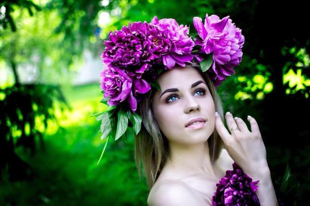 Расскажите кто что знает про эту девушку?!!)))))) ...