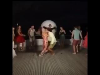 """Как говорится """"если у вас нет такой танцующей Шуни на вечеринке, то не зовите меня"""" :-)"""