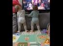 Девчонки танцуют 😍💃