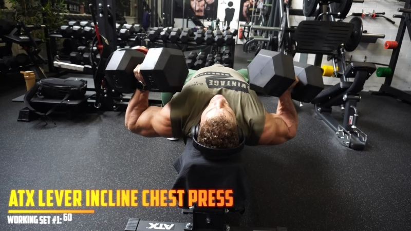 Wesley Vissers Trains Chest Triceps