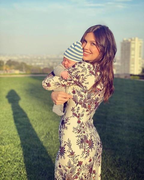 Даша Жукова перестала скрывать своего нового младшего сына: «Желаю счастливого дня рождения, гор*чая мамочка»Стоит отметить, что она совсем не выглядит на 40 лет, на 25