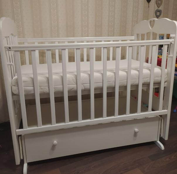 Детская кроватка и матрац, состояние хорошее. Маят...
