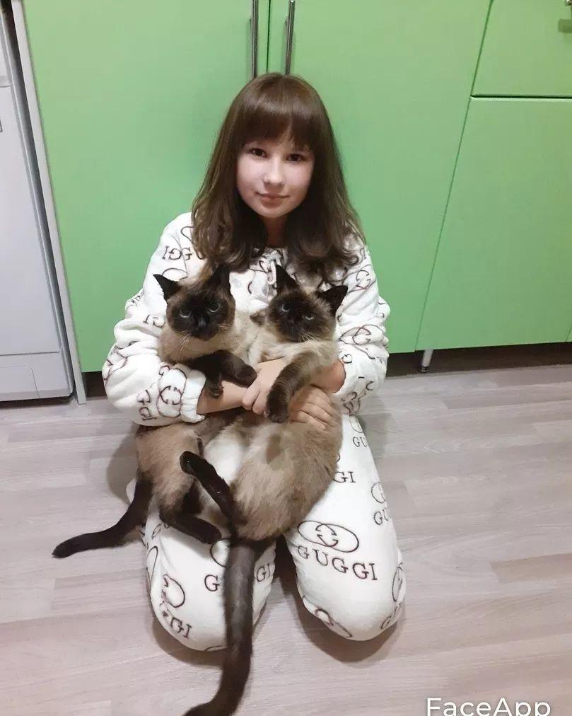 Ученики школы №7 города Петровска несколько дней назад отметили Международный день защиты животных и поделились фотографиями своих домашних питомцев
