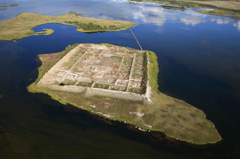Тайна древней крепости Пор-Бажын, построенной на острове в сибирском озере, изображение №6
