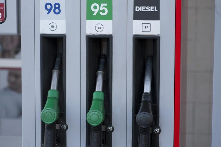 С 16 февраля снова дорожает автомобильное топливо. На одну копейку