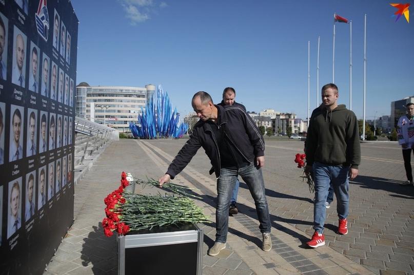 В Минске почтили память разбившегося в авиакатастрофе «Локомотива»: фоторепортаж