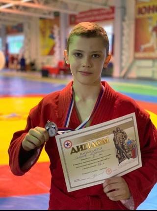 Спортсмен Тюменской области Слепнев Максим завоевал бронзовую медаль на Первенстве УФО по самбо среди юношей 13-14 лет в весовой категории 46 кг в г.Радужный.0