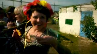 У нас в деревне дураков 3 деревенская свадьба пьяные танцы 1080p MUX