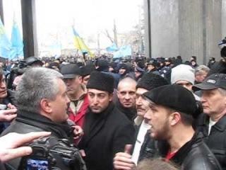 Акция крымских татар в Симферополе в поддержку Украины