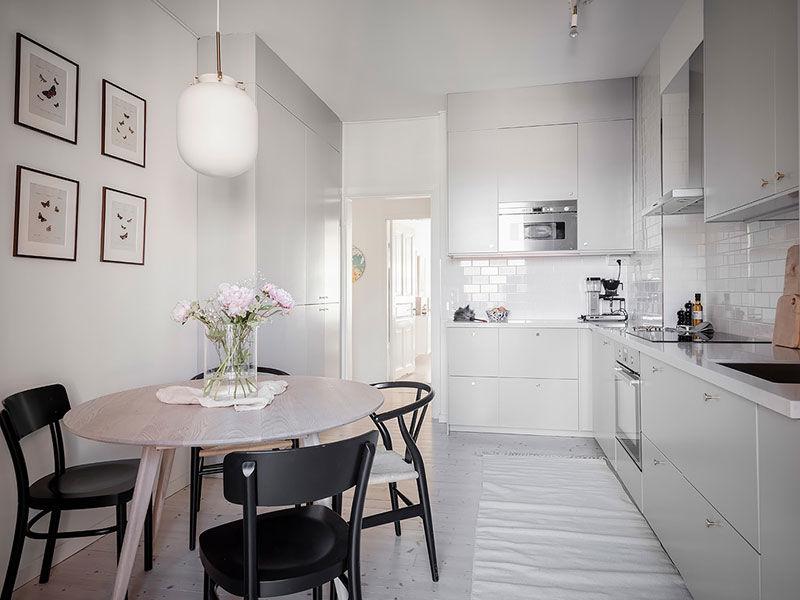Уютная квартира с оливковыми стенами, винтажной мебелью и галереей из постеров || 02