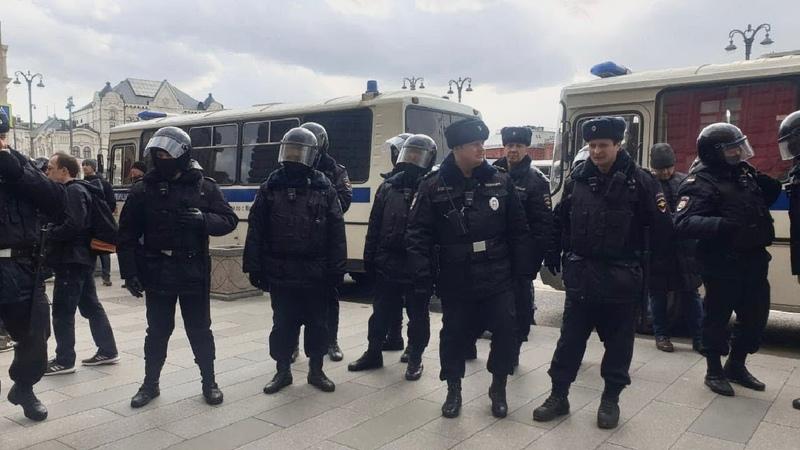 Массовые задержания граждан у здания ФСБ РФ в Москве / LIVE 14.03.20