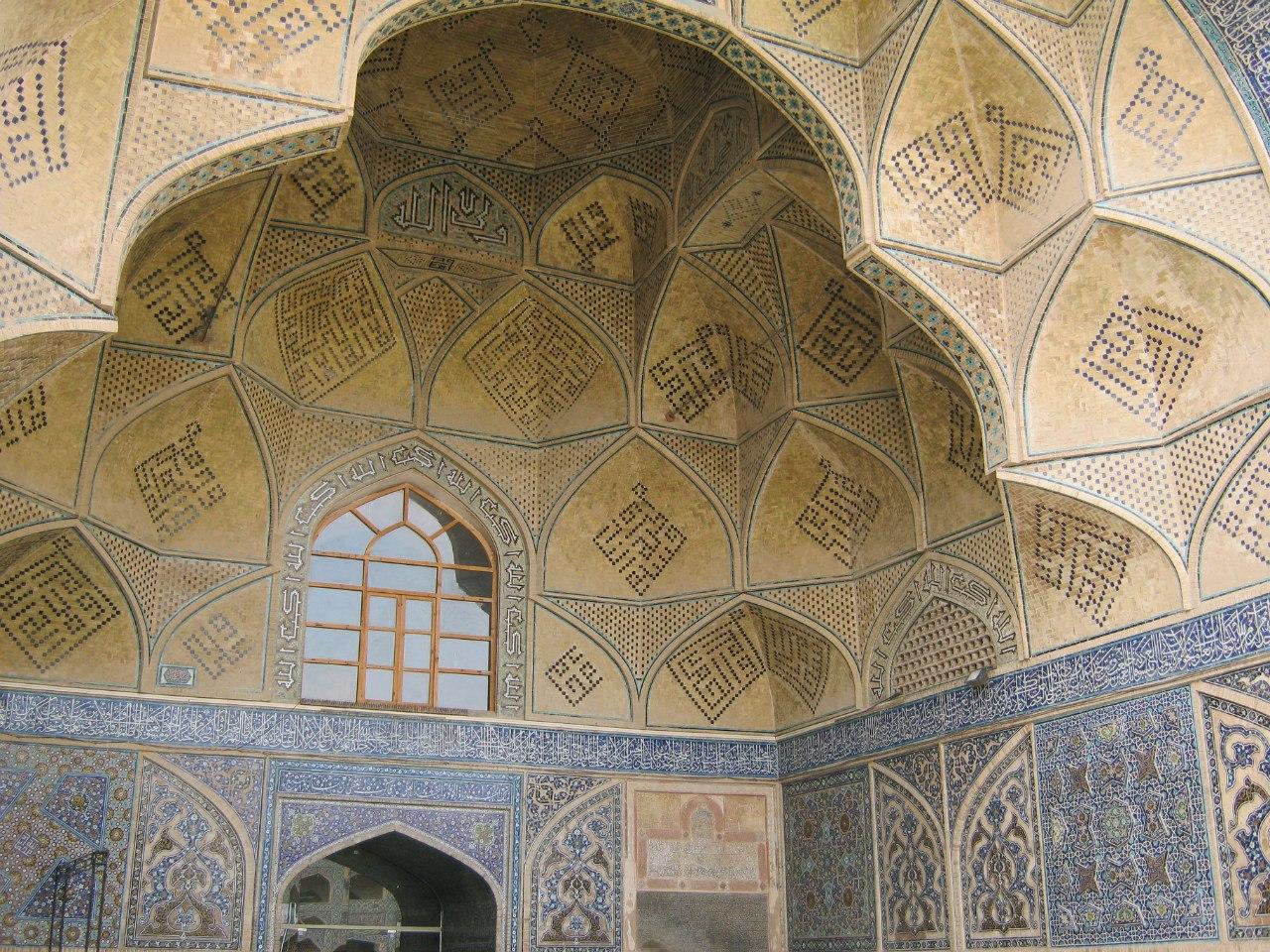 свод самой красивой Исфаханской мечети Джами